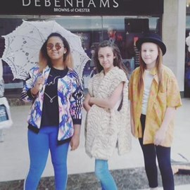 Ocean, Tia and Beth, visiting with their family for the day from Wolverhampton.jpg thumbnail